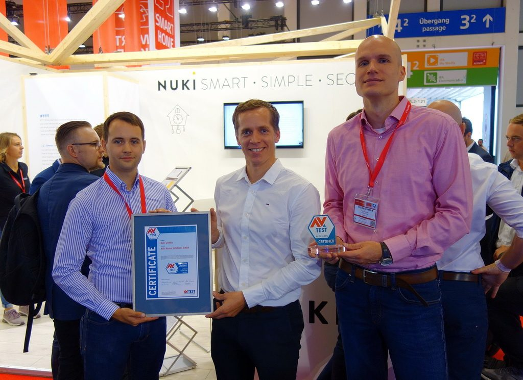 Martin Pansy, Co-Founder & CEO of Nuki Home Solutions GmbH, receives the Certificate from Maik Morgenstern, CTO of the AV-TEST Institute.