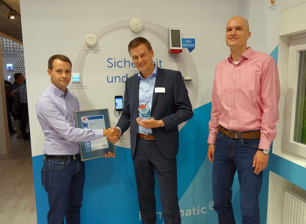 The security of their products has always been one of the selling points of the eQ-3 smart home professionals. Tido de Vries, Product Manager Smart Home eQ-3 AG, takes the re-issued certificate.